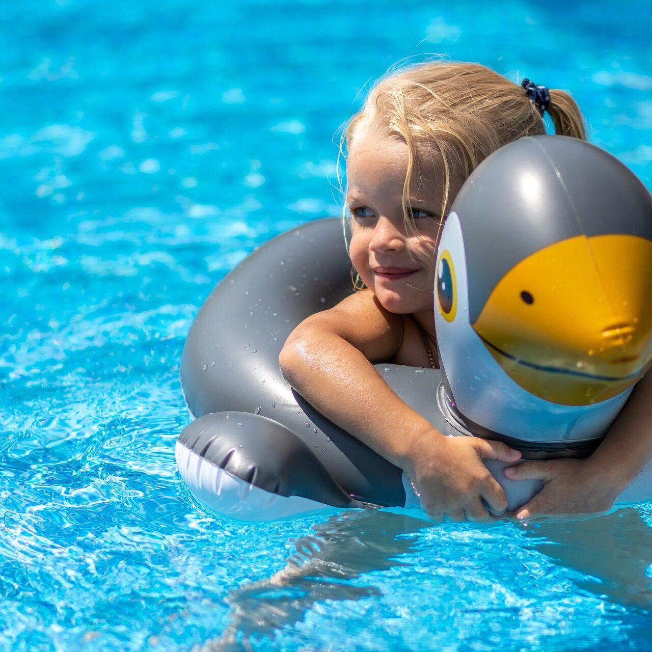 swimming-pool-3567607_1920